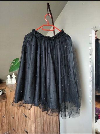 Asymetryczna spódnica z tiulem i guzikami