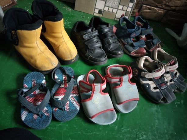 Отдам детскую обувь на мальчика сапоги , кросовки, сандали