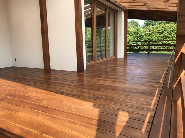 Taras drewniany domek holenderski zadaszenie domku mobilnego