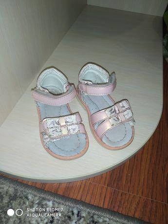 Дитяче взуття в гарному стані