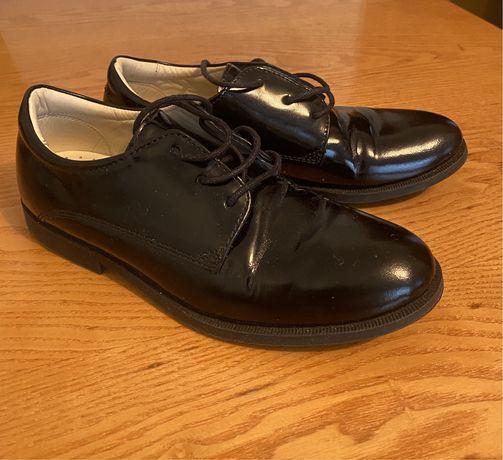 Школьные туфли классические