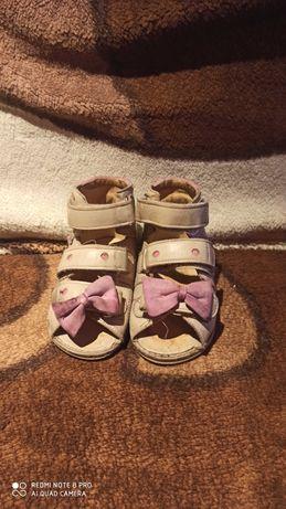 Sandałki Aurelki 23 do ortez