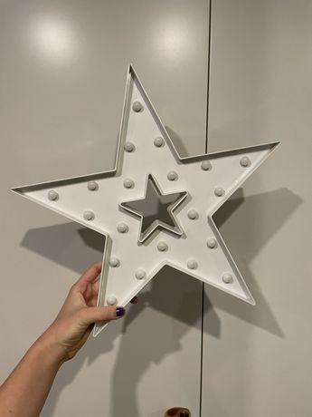 Biała plastikowa gwiazda z lampkami