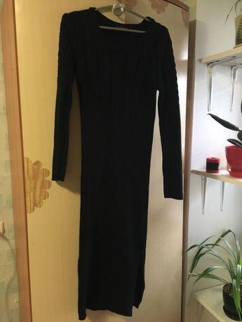 Элегантное облегающее теплое платье.
