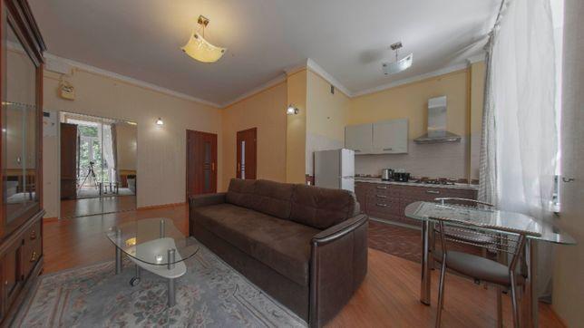 2-комнатная квартира (65м2) в самом центре, Крещатик, Пассаж.