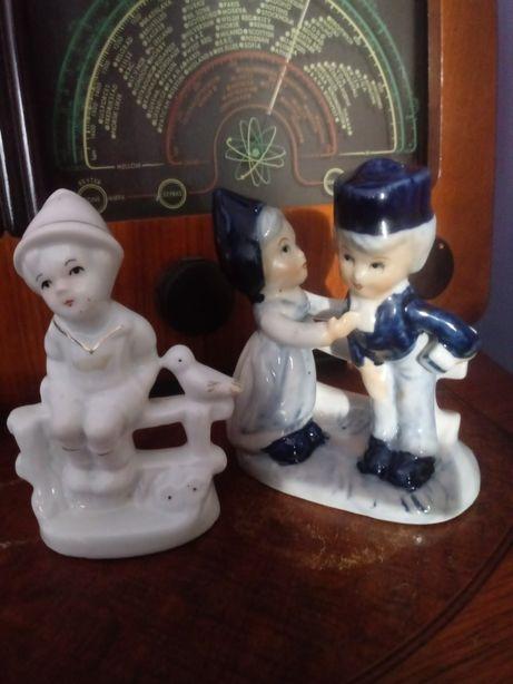 Holandia porcelanowa figurka paryi chlopiec z ptaszkiem