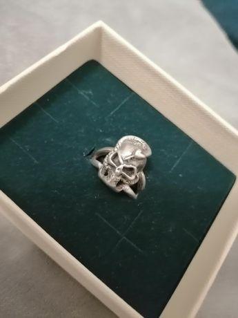 Srebrny stary pierścień z czaszką skull srebro