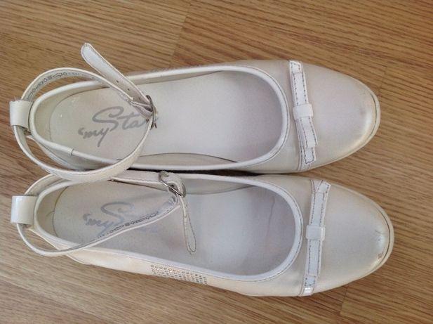 Туфлі білі, розмір 35.