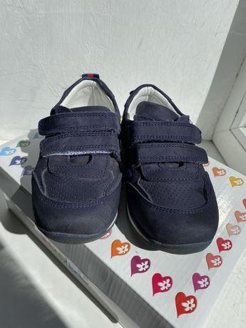 Продам шкіряні ортопедичні кросівки для хлопчика
