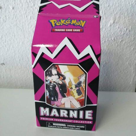 Cartas Pokemon - Marnie Premium Tournament Collection Boc