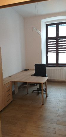 Pomieszczenie biurowe na wynajem w pełni umeblowane