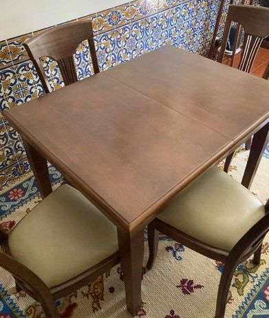 Mesa e 4 Cadeiras em Madeira MOGNO