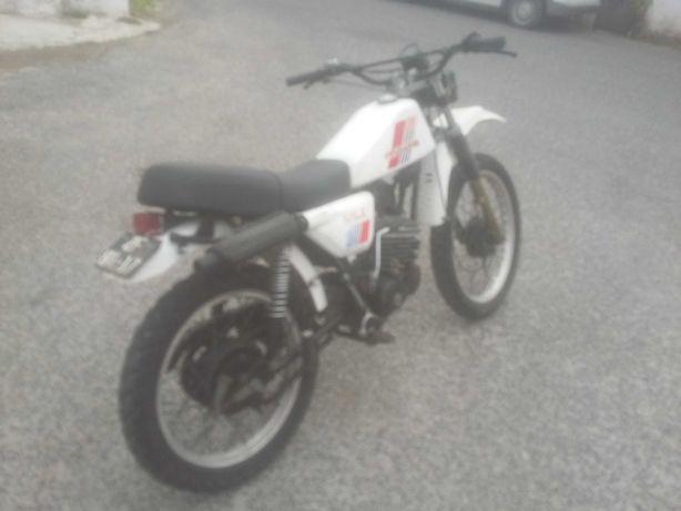 125cc cross  restaurada recentemente ou troco p carro.