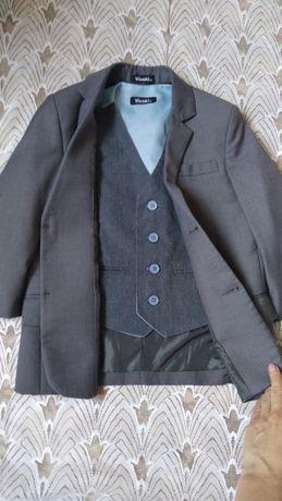 Костюмчик костюм двойка на 5 - 6 лет на выпускной пиджак и желетка