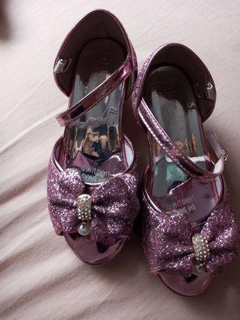 Buty na obcasiku dla dziewczynki