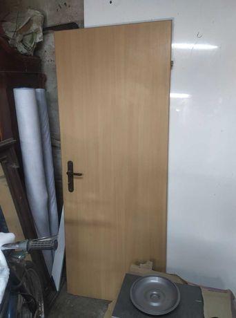 Drzwi z ościeżnicą stalowa wym. skrzydła 75cm x 190cm