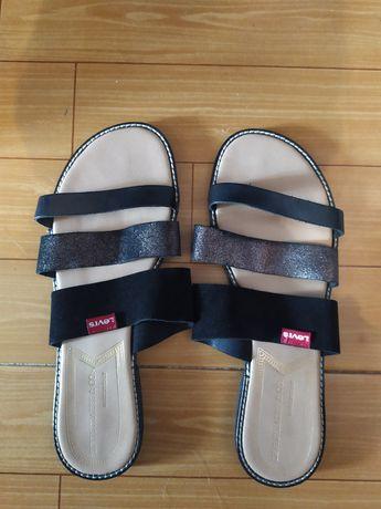 Sandálias rasas Levis tamanho 39