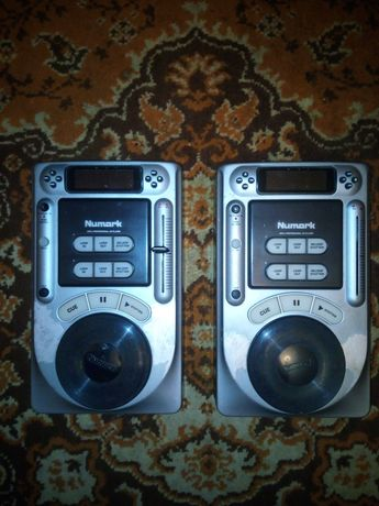 Обменяю  2 cd dj проигрывателя numark axis 4 ( микшер, пульт )