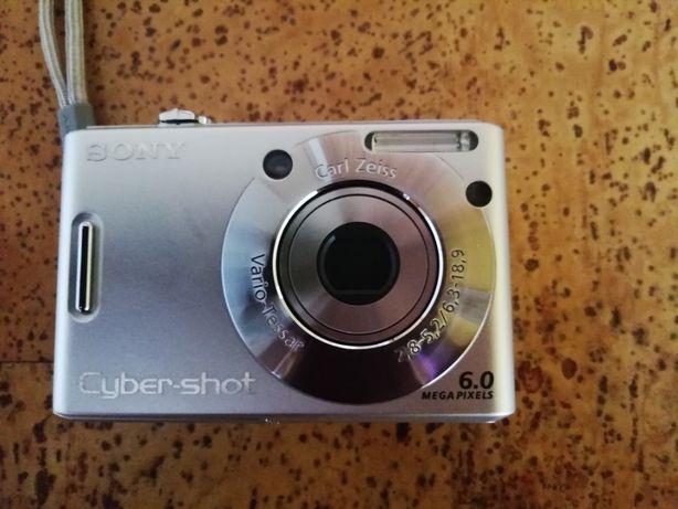 Maquina Fotográfica - Sony Cyber shot - DSC-W30