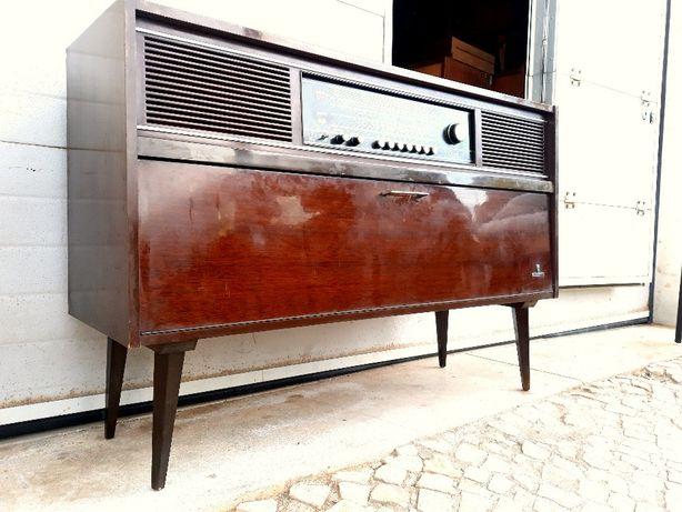 Aparador Rádio gira discos grundig vintage 118comp X 36prof X 80alt