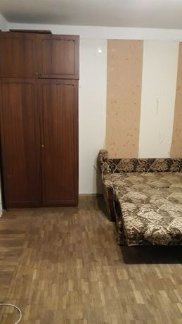 Продам 1-комнатную квартиру в Днепровском р-н ул.Валентина Серова 30