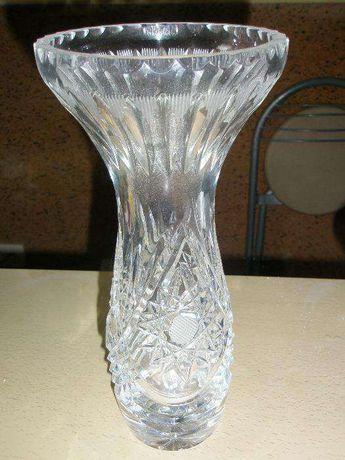 Хрустальная ваза с тонкой резьбой