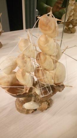 Сувенир карабль из ракушек