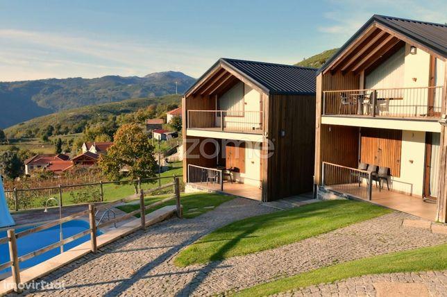 Resort turístico com casas de campo e piscina, em Cabeceiras Basto