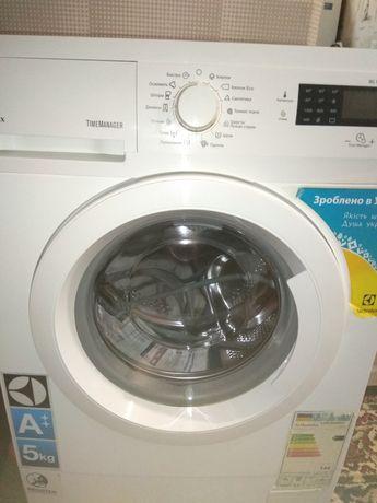 Продам узкую стиральную машину Electrolux EWS1054NDU на 5 кг