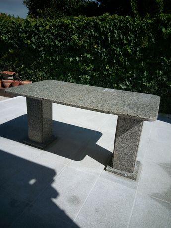 Mesa de granito para exterior ou interior