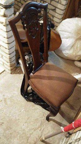 Zabytkowe zdobione krzesła (4 sztuki)