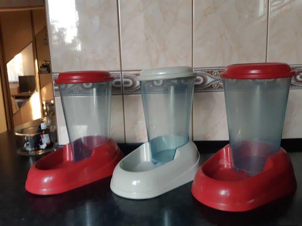 Pojemnik dozownik na karmę lub wodę dla zwierząt