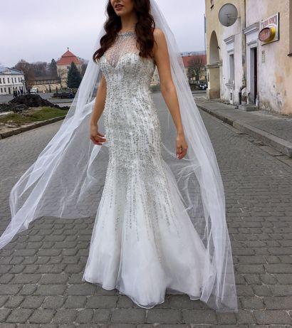 Весільна сукня в перлинках