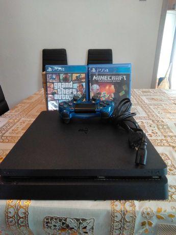 Sprzedam konsole PS4 oraz dwie gry i pada . Cena 900 zł do negocjacji