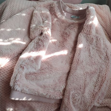 Puchaty sweterek z bershka