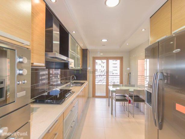 Apartamento T3 para arrendamento nas Colinas do Cruzeiro.