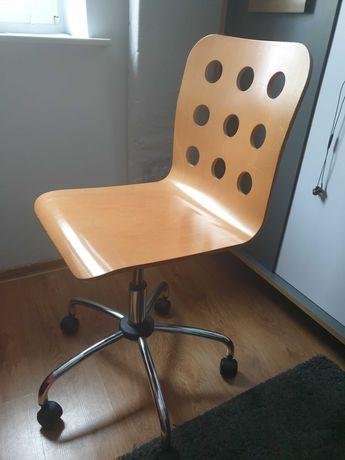 Solidne drewniane krzesło obrotowe 90 zł