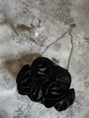 Czarna kopertowa torebka, sylwester, święta, łańcuszek