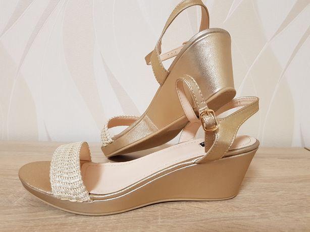 Buty, sandały, koturny r.41