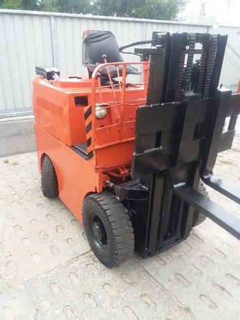A Wózek RUMIA widłowy RAK 1,5 T wspom. diesel transport LEASING