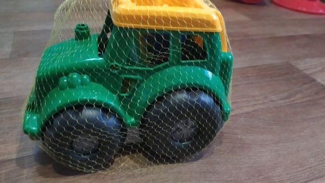 Трактор с грабельками и лопаткой