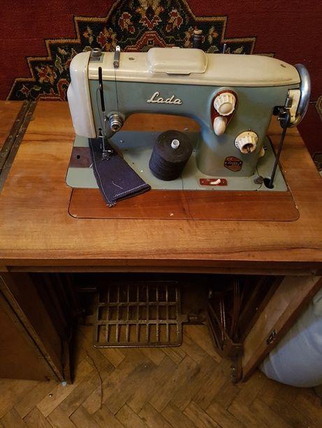Швейная машинка Лада 237-1