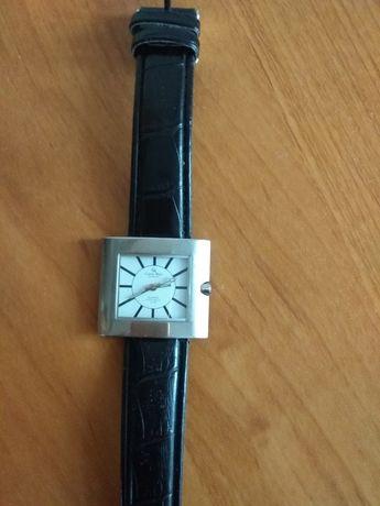 Часы женские  водонепроницаемые