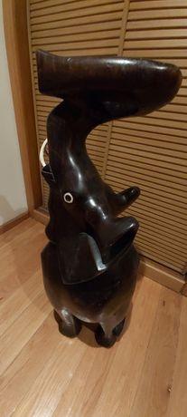 Elefante em pau preto