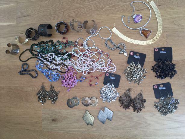 Lote de brincos, colares e pulseiras