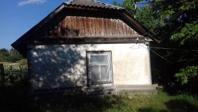 Продається хата та земельна ділянка