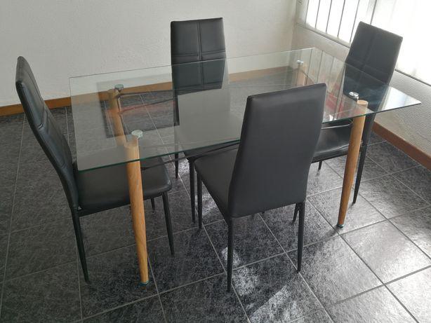 Mesa vidro e 4 cadeiras napa
