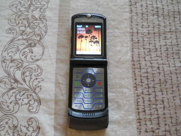 Старая Motorola RAZR V3i бронза и зарядка