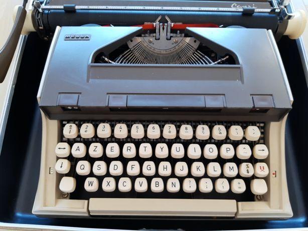 Máquina de Escrever Messa / Capri