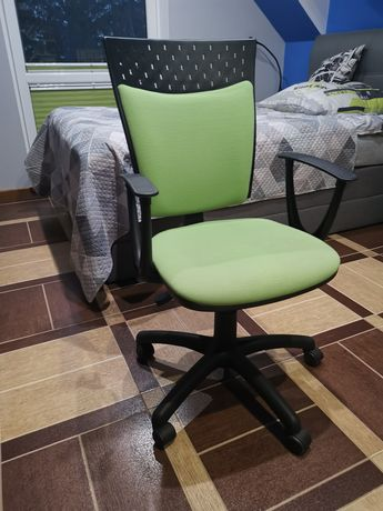 Krzesło do biurka zielone